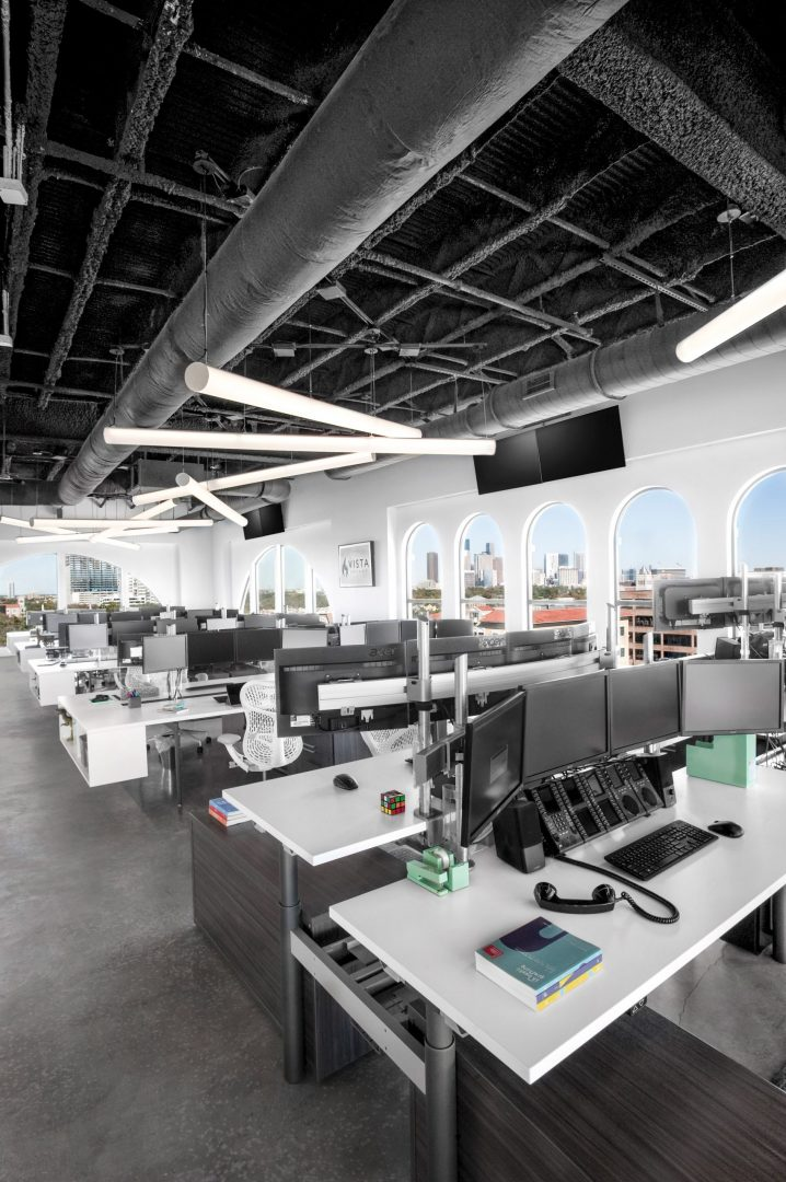 Open Workstations with Penthouse Views Open Ceiling Vista Energy