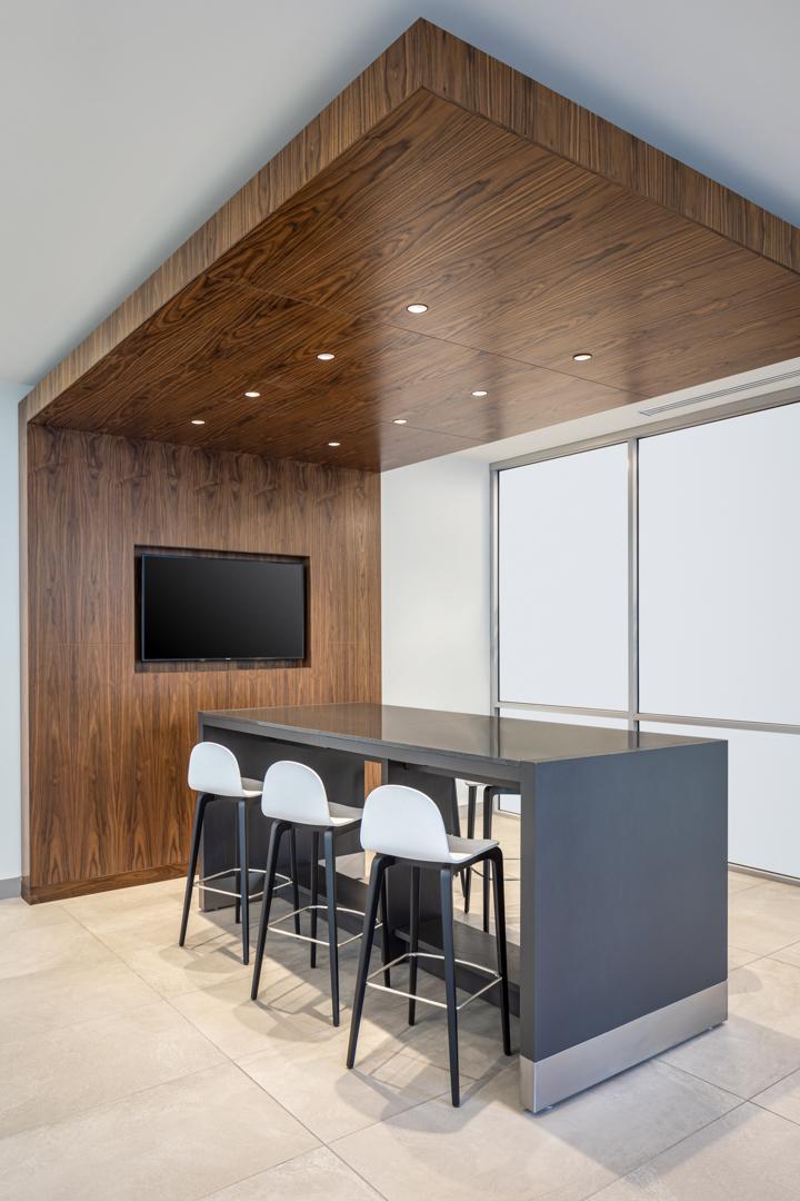 US BANK TOWER DENVER Bar Seating TV